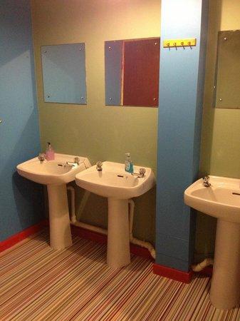 Oban Backpackers : Ladies Toilets