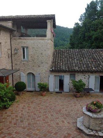 Le Torri Di Bagnara : Courtyard