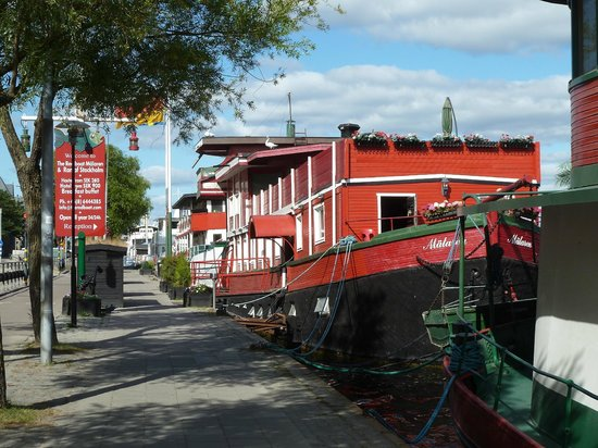 The Red Boat Hotel & Hostel: the hotel