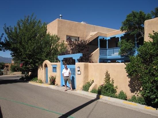 Casa Benavides Historic Inn : outside the main property