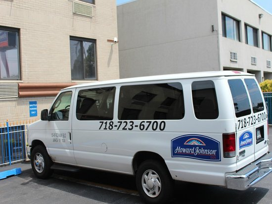Howard Johnson Inn Jamaica JFK Airport NYC: COMPLIMENTARY SHUTTLE