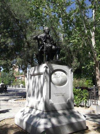 Parroquias de San Antonio de la Florida y San Pio X : Francisco de Goya y Luciens, escultura en su homenaje