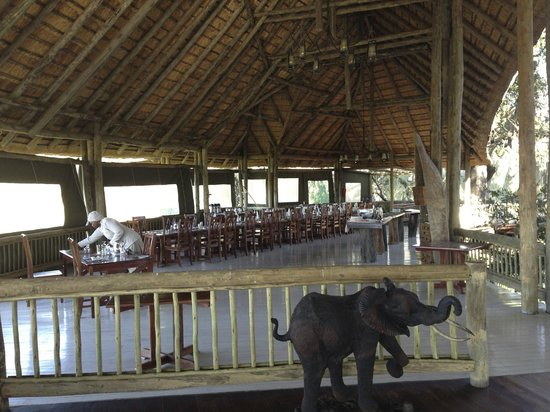 Moremi Crossing Camp: dining area
