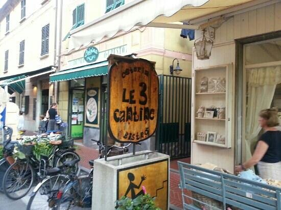 Le 3 Cantine: Eingang Straße