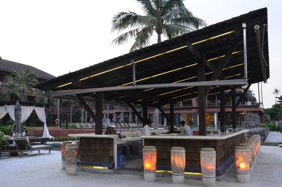Hansar Samui Resort: Pool bar