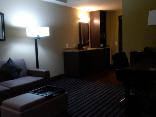 Embassy Suites by Hilton Salt Lake/West Valley City: Living Room from the door