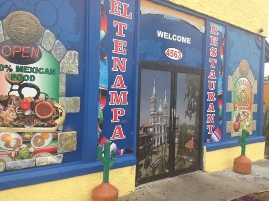 El Tenampa: Outside Restaurant