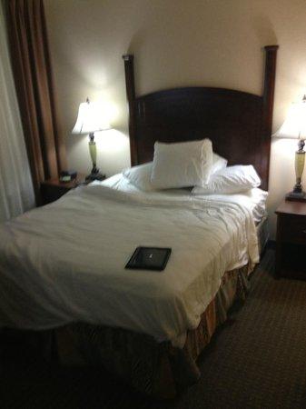 Staybridge Suites London: QUEEN BED