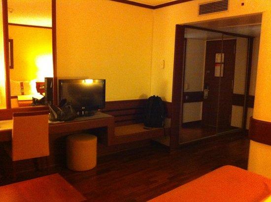 Holiday Inn Lisbon - Continental: Spacious double room