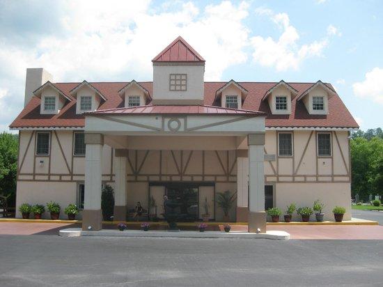 Baymont Inn & Suites Helen: Das Hotel