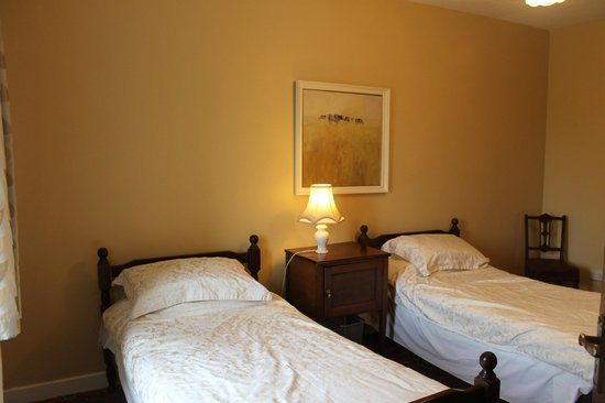 The Gables & Longbowe: Second bedroom with two single beds