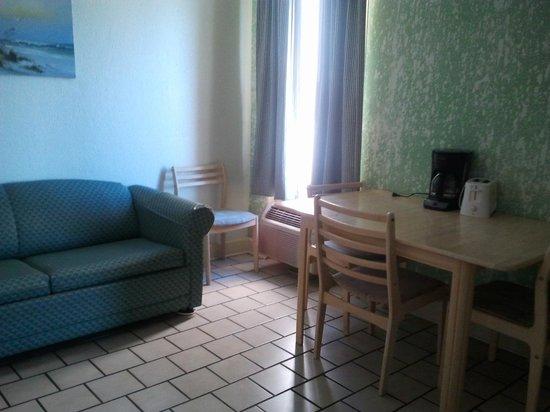 Indigo Inn: Kitchen / Living area