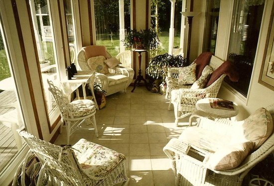 Caswell's on the Bay Bed and Breakfast : Sunroom with waterview