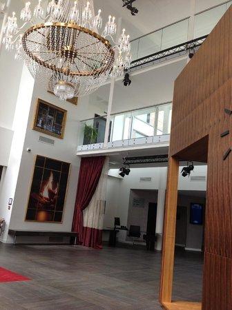 Guildford Harbour Hotel: Entrance