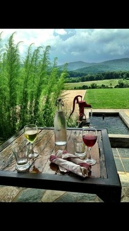 Pippin Hill Farm & Vineyards: Table setting before lunch