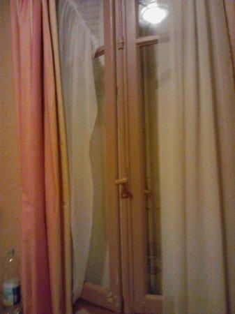 mettre peinture sur papier peint paris travaux maison par ou commencer papier peint luxembourg. Black Bedroom Furniture Sets. Home Design Ideas
