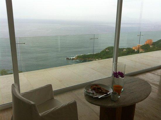 Hotel Encanto: Breakfast Room Service