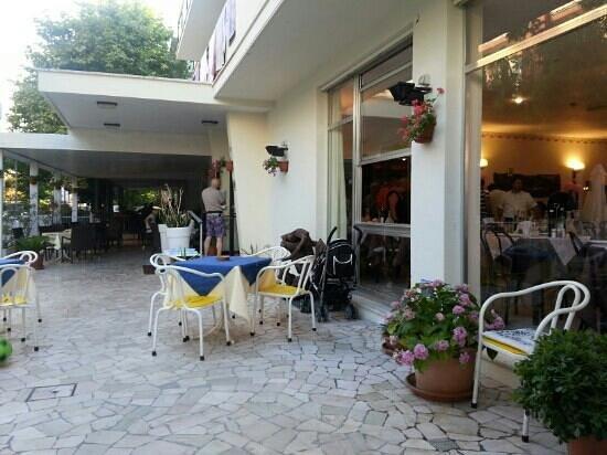 Hotel Tosi: Un' altra vista sulla terrazza