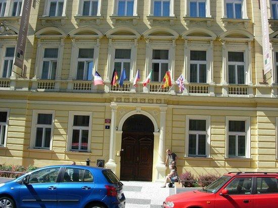badev relset billede af hotel galileo prague prag