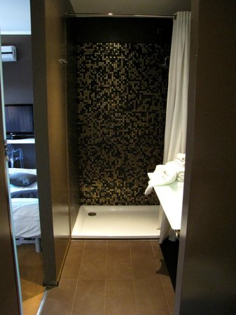 Hotel Salus: Shower - very comfortable