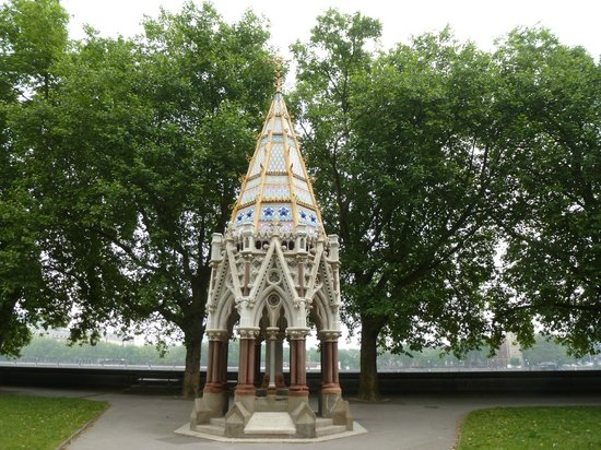 The Victoria Tower Gardens: Slavery abolition monument