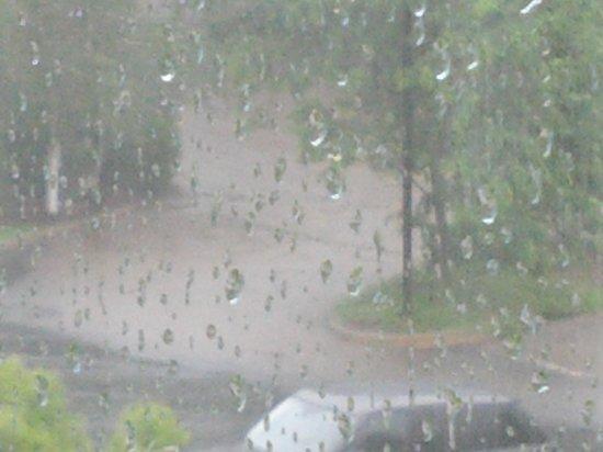 Courtyard Norwich : rainy day flooding