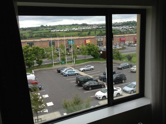 Radisson Blu Hotel, Letterkenny: Ample car-park spaces & plenty of shops across the road