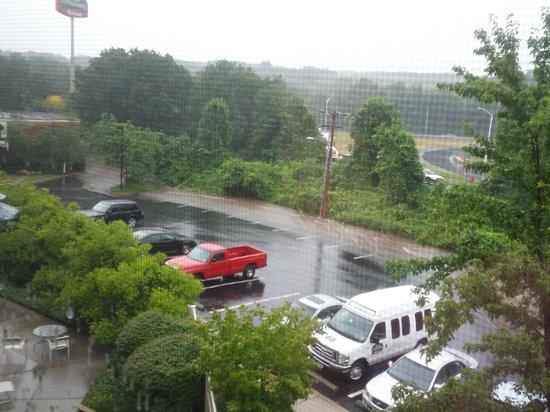 Courtyard Norwich : rain