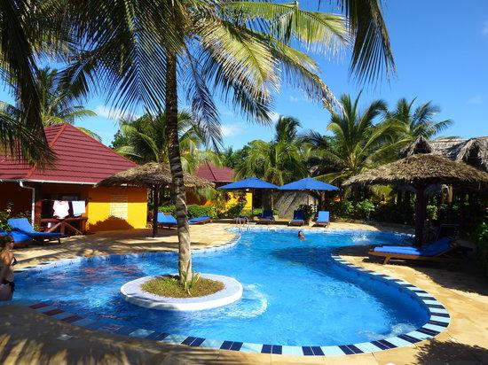 Mnarani Beach Cottages: Beautiful swimming pool