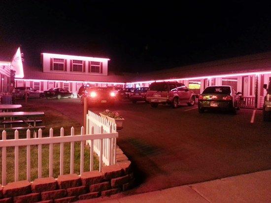 Trail Riders Motel : Trail Riders at Night