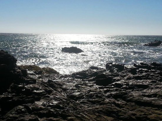 San Simeon State Park : the reflect of the sunlight on dark ocean
