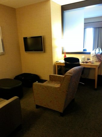 SpringHill Suites Minneapolis-St. Paul Airport/Mall of America: Sitting area with couch, chair and ottoman