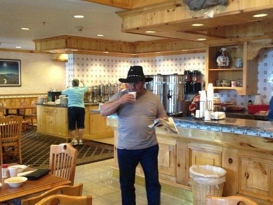 Olympic Inn: dining