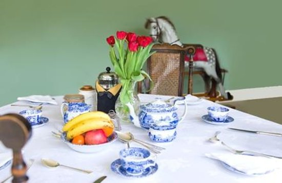 The Bothy Bed and Breakfast: Breakfast table setting