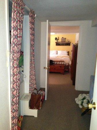 Lamb's Rest Inn: Hallway to 2nd bedroom
