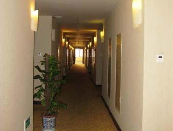 Kaien Juyi Hotel: Corridor