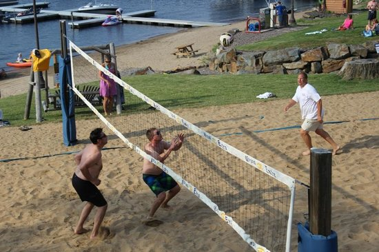Big Sandy Lodge & Resort: Volleyball Court