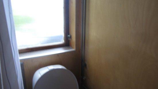 Berunes HI Hostel: finestra del bagno