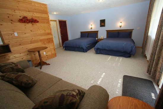 Glenogle Mountain Lodge & Spa: Suite with 2 Queen Beds + 1 Hide-a-bed