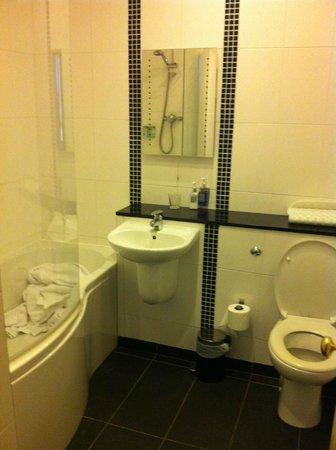 Castle Limes Hotel: Bathroom - Room 10