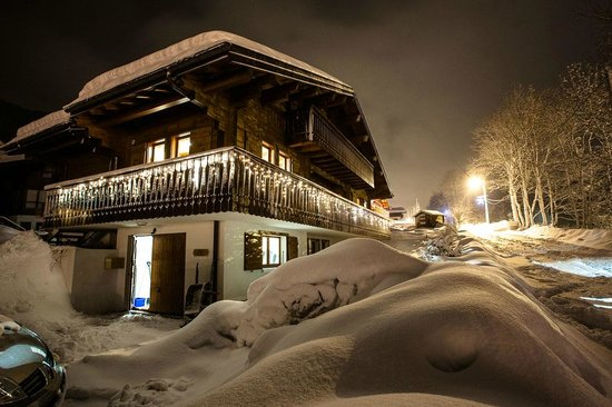 Chalet Rustique : Chalet in the snow