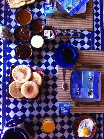 Riad Jenaï : Petit-déjeuner intime en terrasse au bord de la piscine...