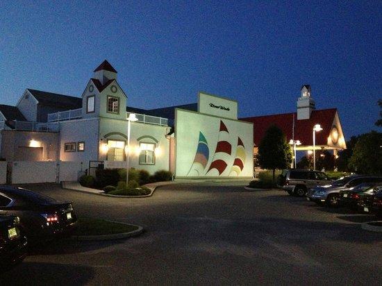 Riverwinds Restaurant At Sunset