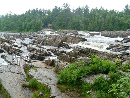 Dorwin Falls Park : The cascades