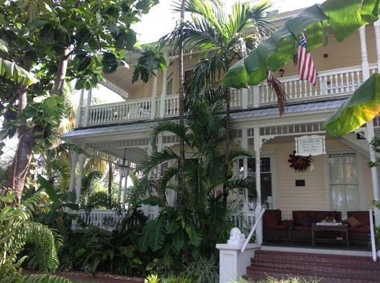 Southernmost Point Guest House: view from Duval Street