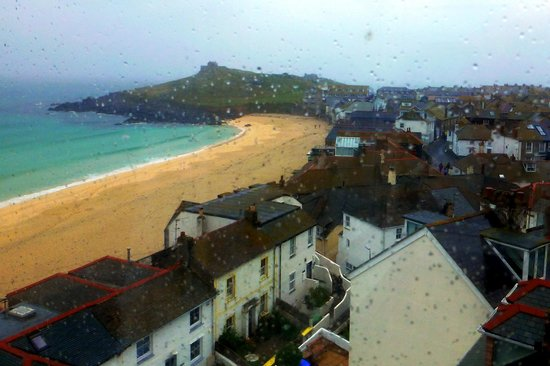 Tate Gallery St. Ives: A cafe viw of St Michael's Mount