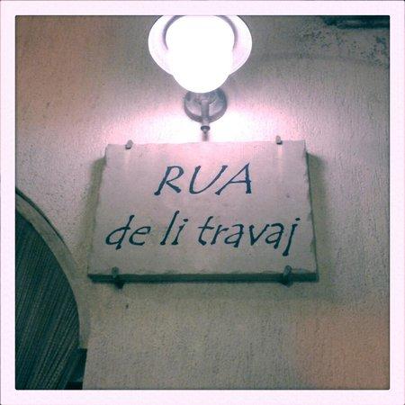 Rua De Li Travai : l'insegna