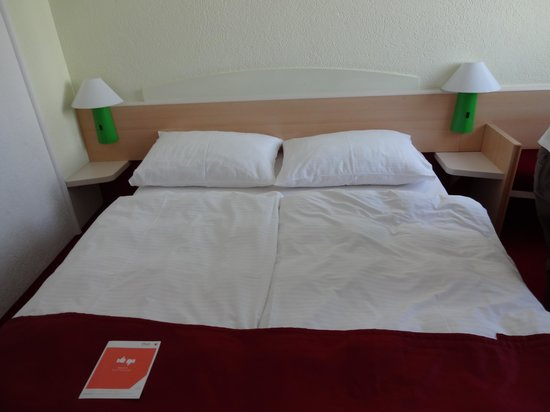 Vienna House Easy Cracow: Our very comfortable bed!