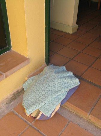 El Cardonal Apartments: dumped towels awaiting arrival