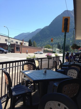 293 Wallace Street Restaurant: Watching the world go by